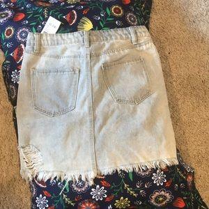 NWT Refuge distressed skirt